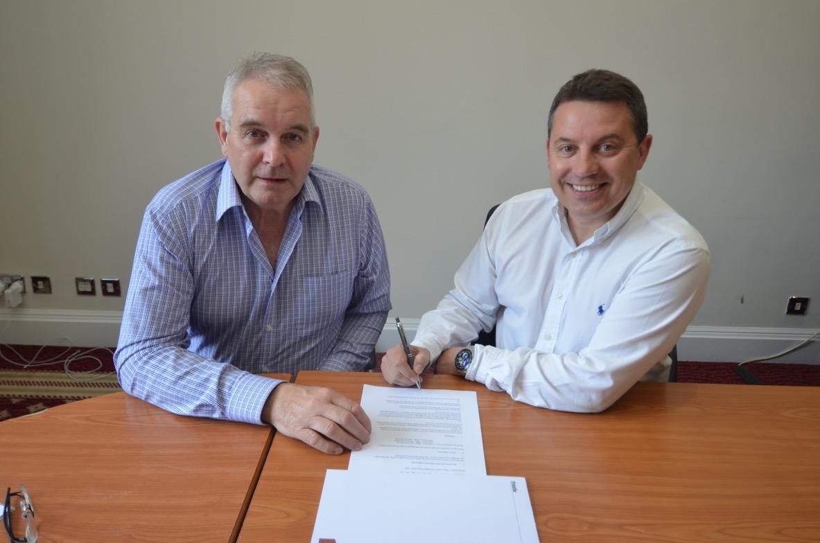 EIHL chairman Tony Smith and Director of the Manchester Storm, Mark Johnson. (Courtesy of EIHL)