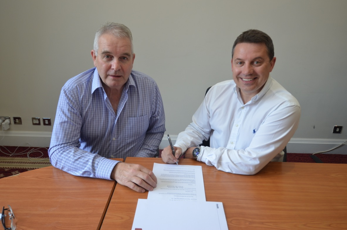 EIHL chairman Tony Smith and Director of the Manchester Storm, Mark Johnson. (Courtesy of EIHL)